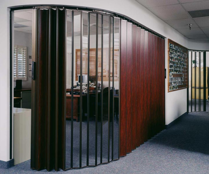 Retractable Walls Residential: Wood Accordion Doors - Movable Wall Systems